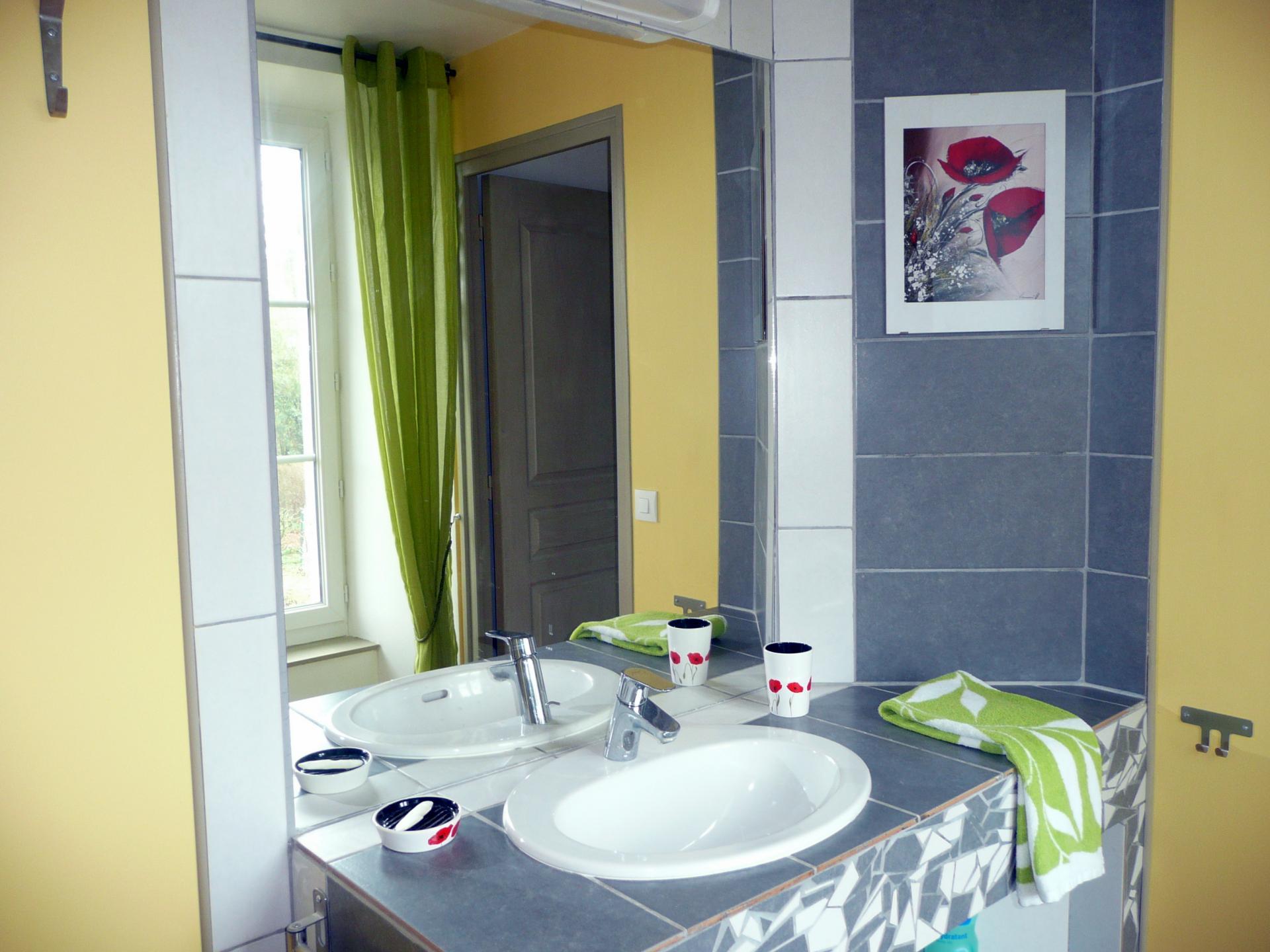 """La salle d'eau """"Au jardin, avec Van Gogh"""""""