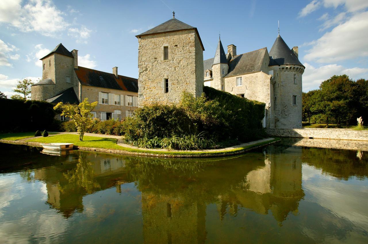 Le Château de Colombières, à quelques kilomètres de Mandeville