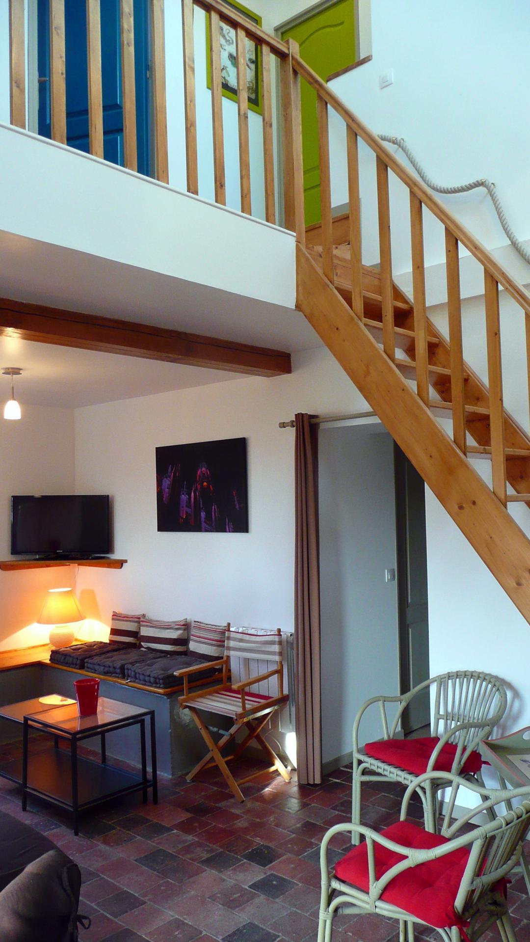 Gîte : le séjour et l'accès à l'étage